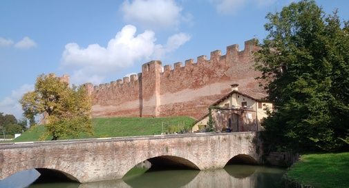 Gli spalti del castello rimangono a disposizione del Comune per altri due anni