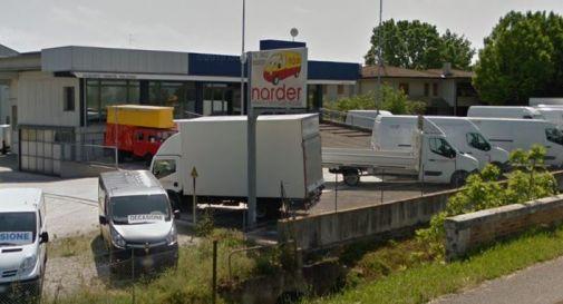 Oderzo, entrano nell'autonoleggio e rubano solo le marmitte dai furgoni: colpo da 3700 euro. - Oggi Treviso