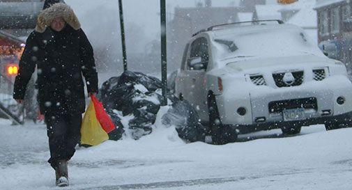 New York chiude per neve, è arrivata la 'tempesta storica' /Foto