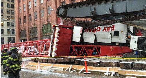 New York, crolla gru a Manhattan: un morto e due feriti gravi