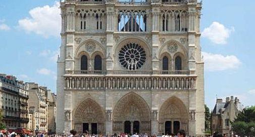 Francia, scrittore anti-gay suicida nella cattedrale di Notre-Dame