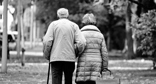 Una vita insieme, lei muore pochi giorni dopo il marito: oggi avrebbero fatto 71 anni di matrimonio