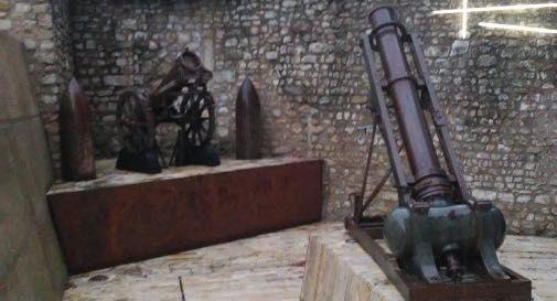 Obici all'ingresso del Museo della Battaglia