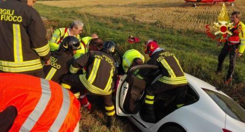 Brutto incidente a Oderzo: vola con l'auto nel fosso, donna rimane ferita. Sul posto anche l'elicottero del Suem