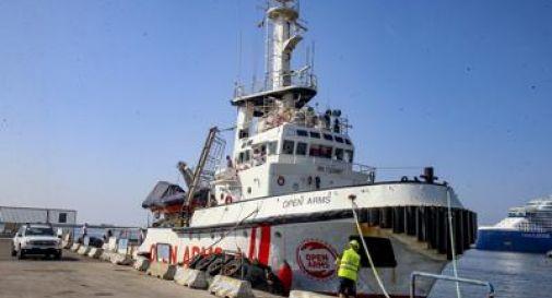 Open Arms, prima notte a Lampedusa per gli 83 sbarcati