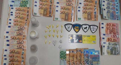 Cocaina e migliaia di euro in contanti, preso giovane spacciatore