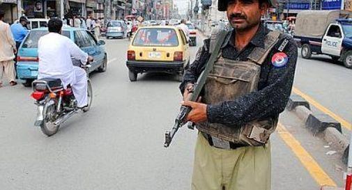 Sangue sul voto in Pakistan, 11 morti per bomba a Karachi davanti sede partito laico