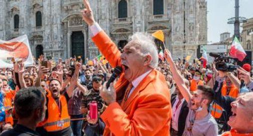 Gilet arancioni, in piazza a Milano senza mascherine. Partono le denunce