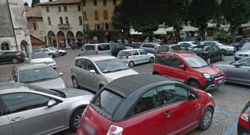 Rivoluzione per i parcheggi ad Asolo: chi pranza in città ha diritto a un'ora gratis