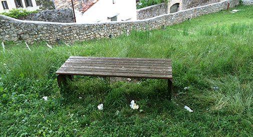 Erba alta e immondizie: parco Segreto nel degrado