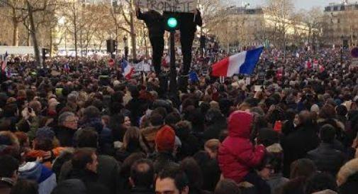 Parigi non ha paura. Due milioni in piazza (video)