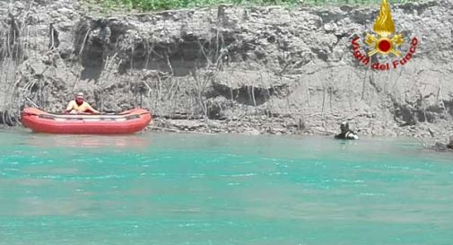 Si tuffa nel Piave, ragazzo inghiottito dalle acque davanti agli amici