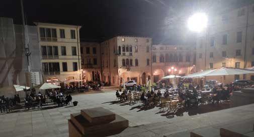 Conegliano, Piazza Cima illuminata fino all'1.30 di notte: