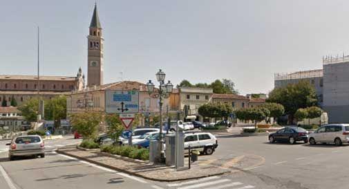 Pieve di Soligo, la fontana in piazza riempita di schiuma