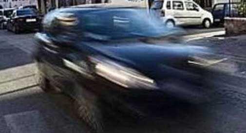 Investe pedone e fugge: poi si presenta a polizia locale