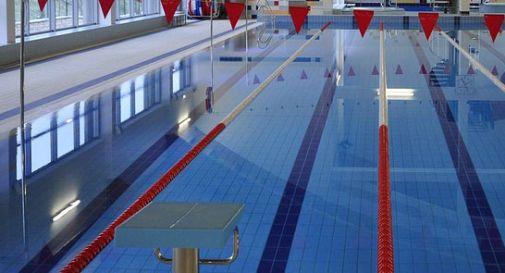 Bimbo di 2 anni annega in piscina