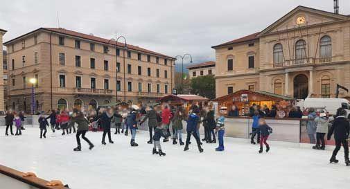 Sorpresa per il Natale a Vittorio Veneto: una giostra da 27 metri di altezza in Piazza del Popolo