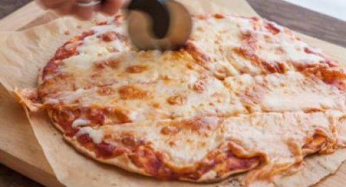Tragedia a Udine, mangia un pezzo di pizza e muore soffocata