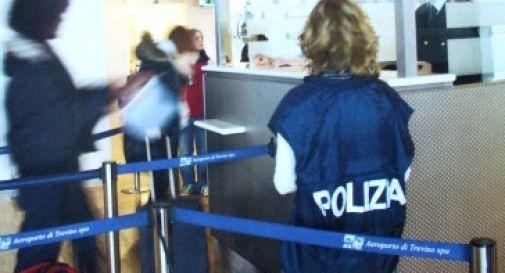 Furti in aeroporto, derubato del portafogli al metal detector