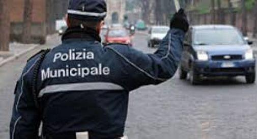 Senza casco, patente e assicurazione: maxi multa da 7mila euro