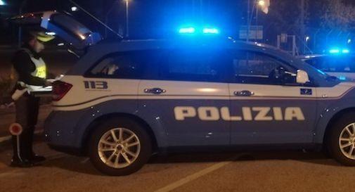 Ubriaco tenta di uccidere un agente della polizia