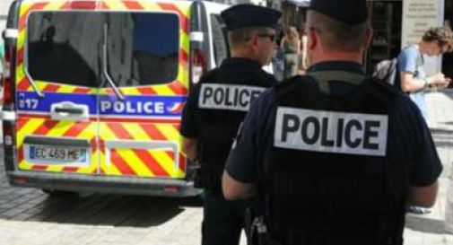 Francia, donna accoltella due persone al supermercato urlando 'Allah Akbar'