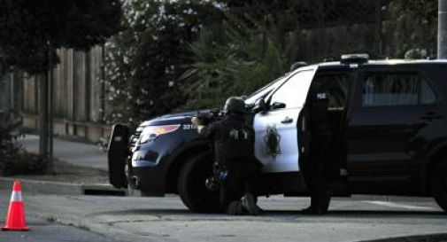 Fermato in autostrada, estrae il fucile, spara e uccide un agente