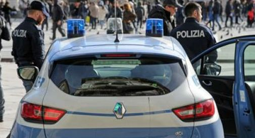 Picchia moglie e minaccia polizia, fermato con taser