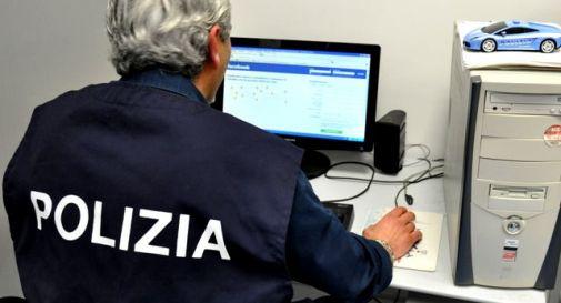 Truffa decine di persone su internet: arrestato