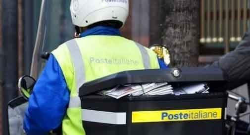Addio al postino tutti i giorni: la posta verrà consegnata due o tre volte a settimana
