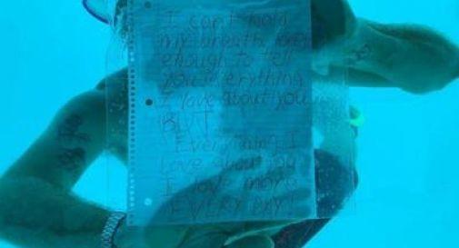 Le chiede di sposarlo sott'acqua, ma muore annegato