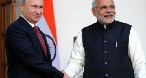 India e Russia firmano accordi su gas, petrolio e nucleare: