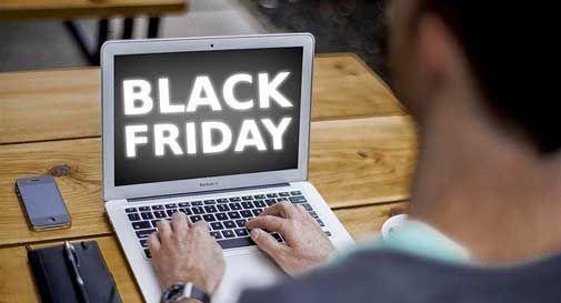 Black Friday: il venerdì più nero dell'anno è stato la luce degli italiani