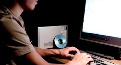 Adescava bambini in internet: nei guai un 17enne