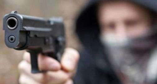 Minacciati con una pistola, pestati e rapinati. Terrore a Mestre