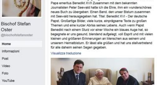 Ratzinger con un occhio nero: la foto su Facebook