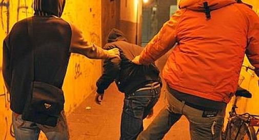Guerriglia urbana: scontro fra gruppi in stazione