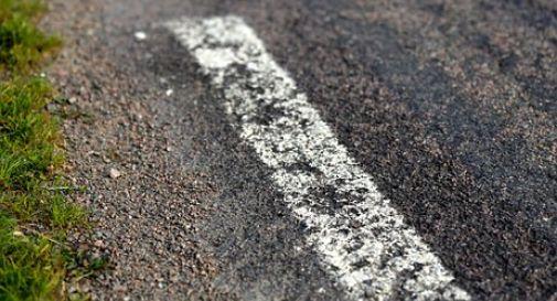 Sulla provinciale tra Vidor e Pieve segnaletica stradale impercettibile