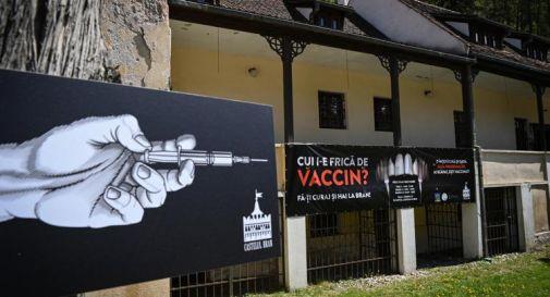 Covid, in Romania è possibile farsi vaccinare nel castello di Dracula