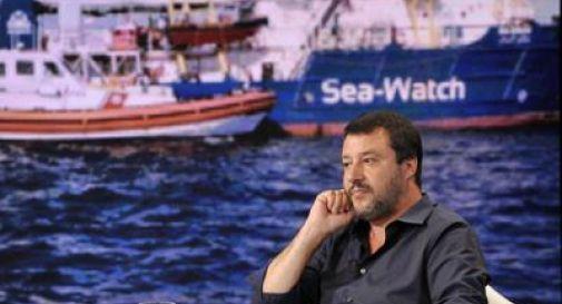 Sea Watch ancora in mare, intanto a Lampedusa sbarca un'altra barca di migranti