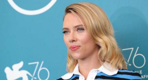 Scarlett Johansson recita in un film sulla famiglia mentre divorzia :