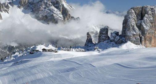 Si sente male e muore mentre scia a Cortina