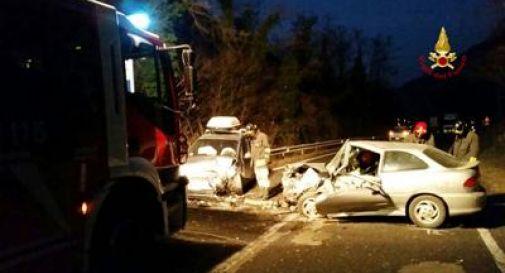 Schianto tra due auto, sei feriti tra cui due bambini