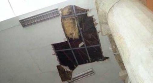 Maltempo: crolla tetto della scuola