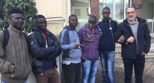 Sette ragazzi sulla strada, una gara di solidarietà per aiutarli