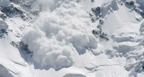Sciatore 17enne muore travolto da una valanga a Sesto