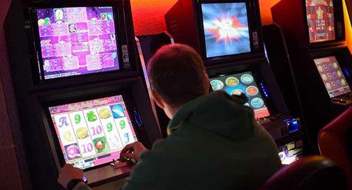 Tenta di uccidersi dopo aver perso una ingente somma alle slot machine.
