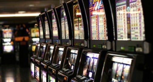 Malato di gioco, rapina la sala slot in cui perde i soldi