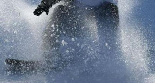Snowboarder 24enne muore travolto da valanga