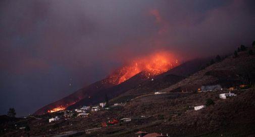 Eruzione La Palma, nuova colata nella notte: distrutte centinaia di case